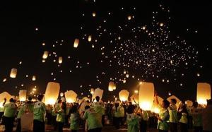 10,000 Paper Lanterns www.telegraph.co.uk