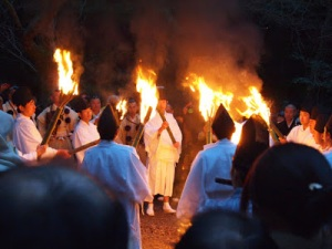 Priests preparing for Wakakusa Yamyaku